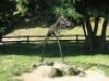 Kovový dinosaur v areálu hradu