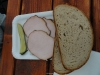 Plátky uzeného s chlebem