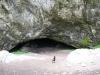 Jeskyně Hladomorna přímo pod hradem