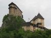 Oravský hrad tyčící se nad řekou Oravou